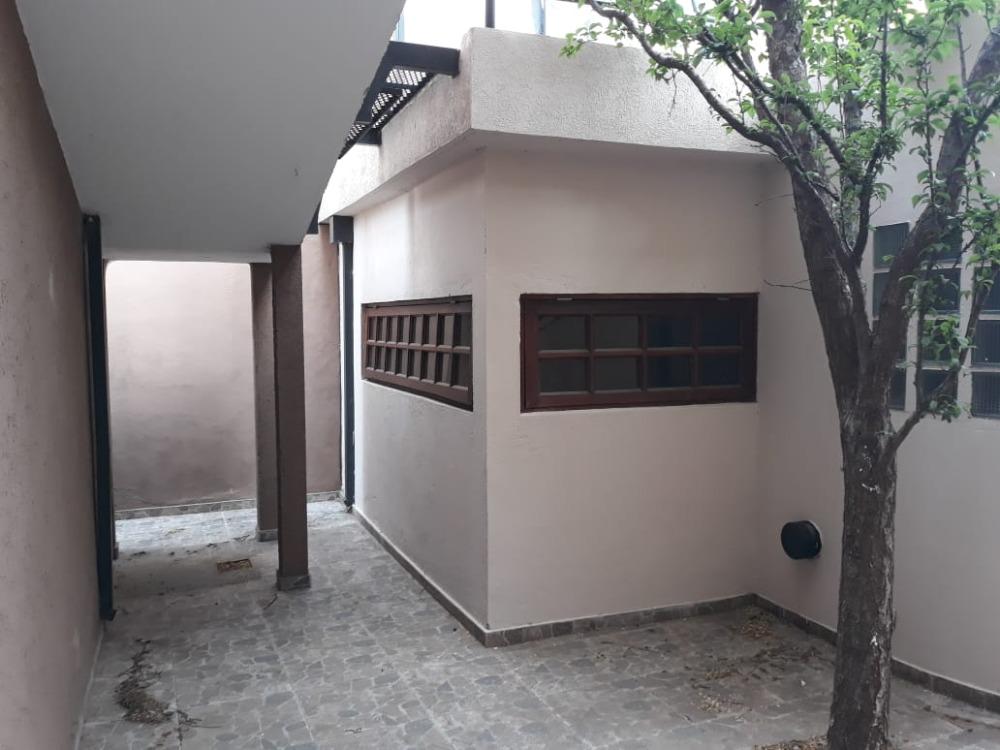 Depto 1 dorm, con coch y patio, frente al Hotel Howard Johnson