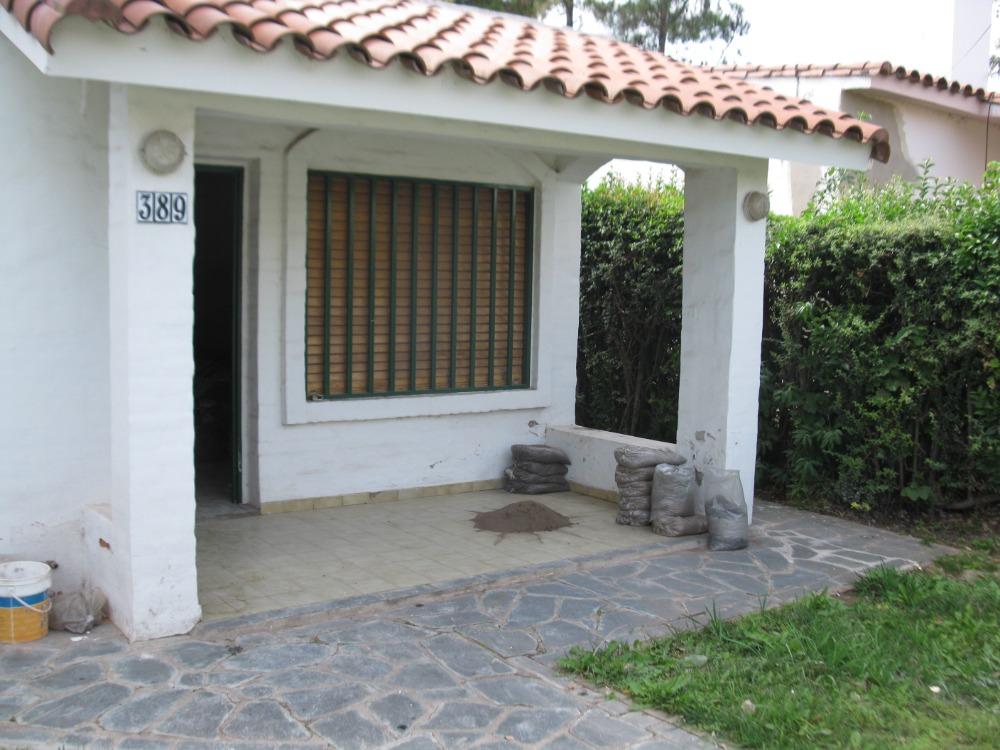Chalet 3 dorm, cochera y amplio parque - Bº Santa Rita